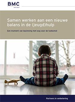 Klik om de afbeelding om de brochure Samen werken aan een nieuwe balans in de (jeugd)hulp te downloaden